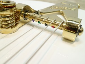 strings_through_bigsby_02